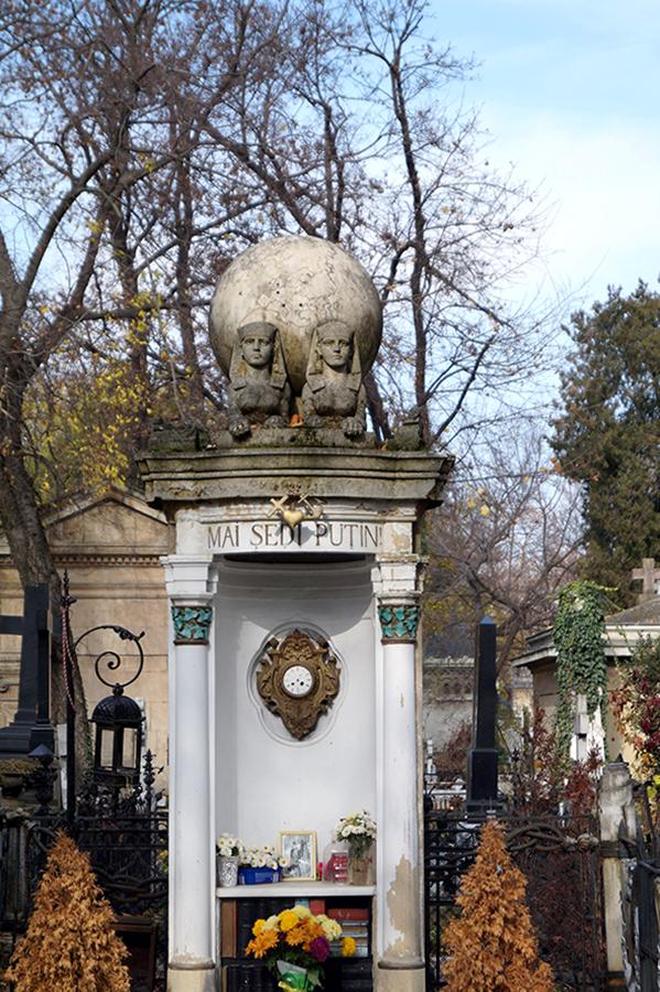 efekt-kontrastu-cmentarz-pomnik