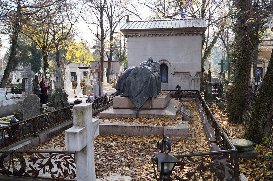 efekt-kontrastu-pomnik-cmentarz